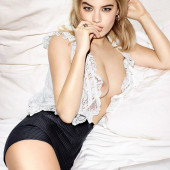 Camille Rowe sexy-squirt