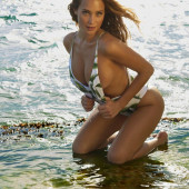 Hannah Davis sexy-sports-illustrated