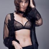 Helena Christensen sexy-bra