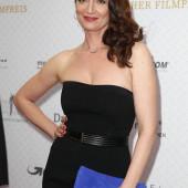 Natalia Woerner cleavage