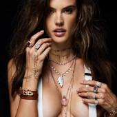 Alessandra Ambrosio cleavage