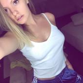 Alexandra Stan selfie
