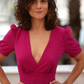 Alice Braga braless