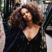 Alicia Keys braless