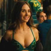 Alison Brie HOW TO BE SINGLE