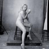 Amy Schumer oben ohne
