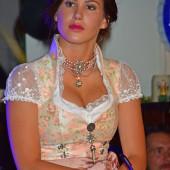 Angelina Heger ausschnitt