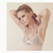 Anita Briem hot