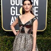 Anne Hathaway dekollete