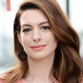 Anne Hathaway face
