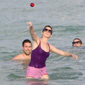 Anne Hathaway nipple slip