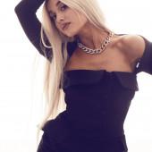 Ariana Grande body