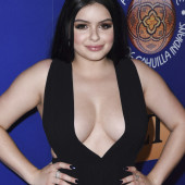 Ariel Winter dekollete
