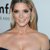 Ashley Greene dekollete