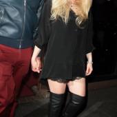 Avril Lavigne overknees
