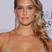 Bar Refaeli dekollete