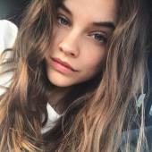 Barbara Palvin selfie