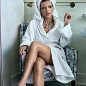 Bella Thorne feet