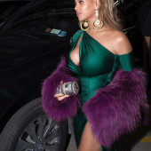 Beyonce Knowles tit slip
