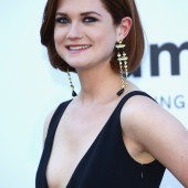 Bonnie Wright cleavage
