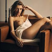 Bregje Heinen topless