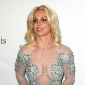 Britney Spears braless