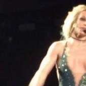 Britney Spears tit slip