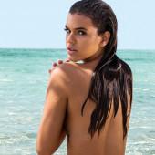 Bruna Marquezine topless