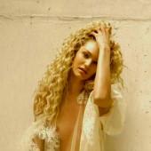 Candice Swanepoel no bra