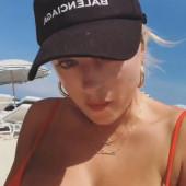 Caroline Vreeland cleavage