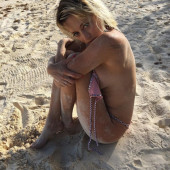Caroline Vreeland sideboob