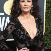 Catherine Zeta-Jones dekollete