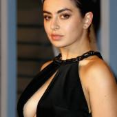 Charli XCX sideboob