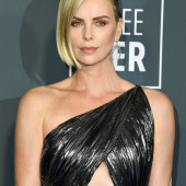Charlize Theron blond