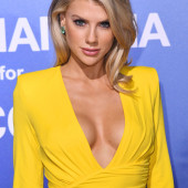 Charlotte McKinney cleavage
