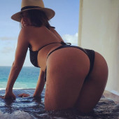 Chloe Bennet nude pictures