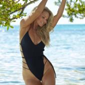 Christie Brinkley sexy