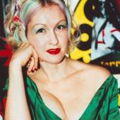 Cindy Lauper dekollete