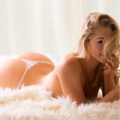 Courtney Tailor topless