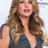 Daisy Fuentes cleavage