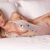 Dalia Elliott cleavage