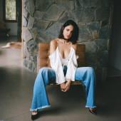 Eiza Gonzalez cleavage