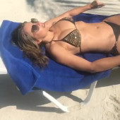 Elizabeth Hurley leaked photos