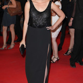 Elizabeth Olsen braless