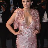 Elizabeth Olsen cleavage