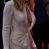 Elizabeth Olsen sideboob