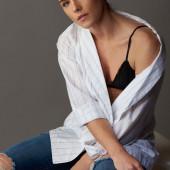 Emily Bett Rickards hot