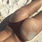 Emily Ratajkowski ass