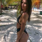 Emily Ratajkowski body
