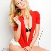 Emily VanCamp body